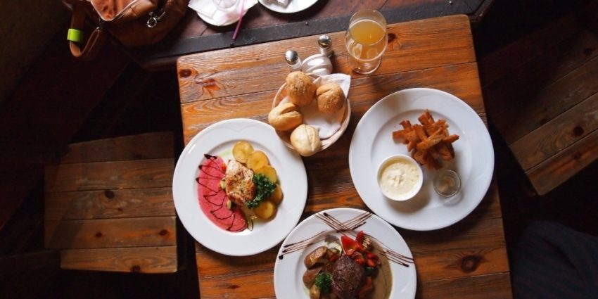 The Pros and Cons of Restaurant Reservations